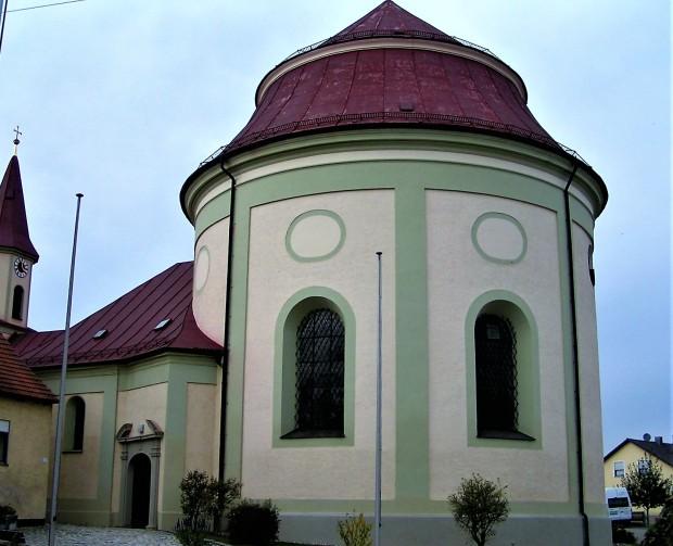 Kirche Hl Blut 2.JPG