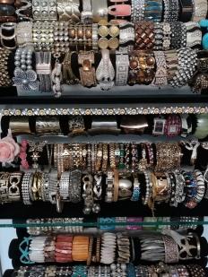 Armbänder in allen Farben und Formen