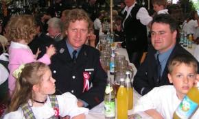Beste Freunde seit Kindheit: Peter und Christian mit ihren Kindern Verena, Julia und Lukas