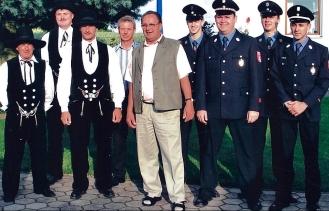 Gratulanten am 70. Geburtstag 2005 v.l. Franz Gürster, Hubert Kagermeier, Stefan Groß, Josef Bösl, Englbert, Matthias Sußbauer, Klaus Wolf, Andreas Egle, Christoph Wolf