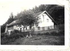 20. April. 1939. Elternhaus mit Fahne