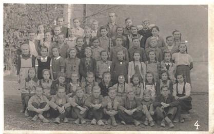 1946 Klassenfoto Englbert 3. Reihe von oben, 5. von links