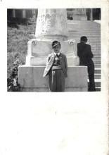 1951 Schulausflug nach München, Englbert vor der Bavaria