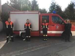v. l. Thomas Kagermeier, Sabrina Bornschlegl, Julia Bielmeier, 2. Kdt. Stefan Sußbauer